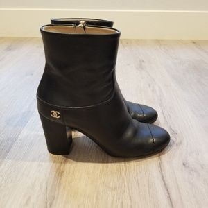 CHANEL black calfskin leather boots